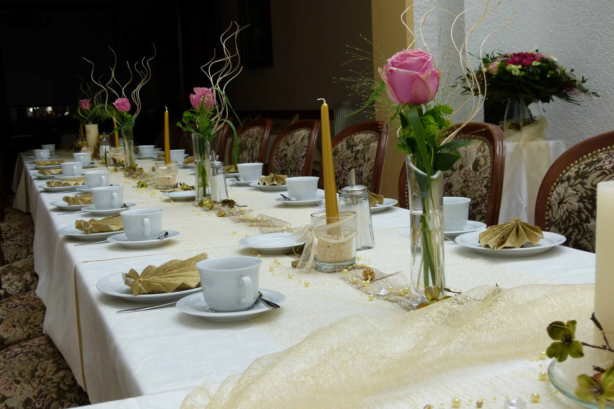 Festtafel-im-Restaurant