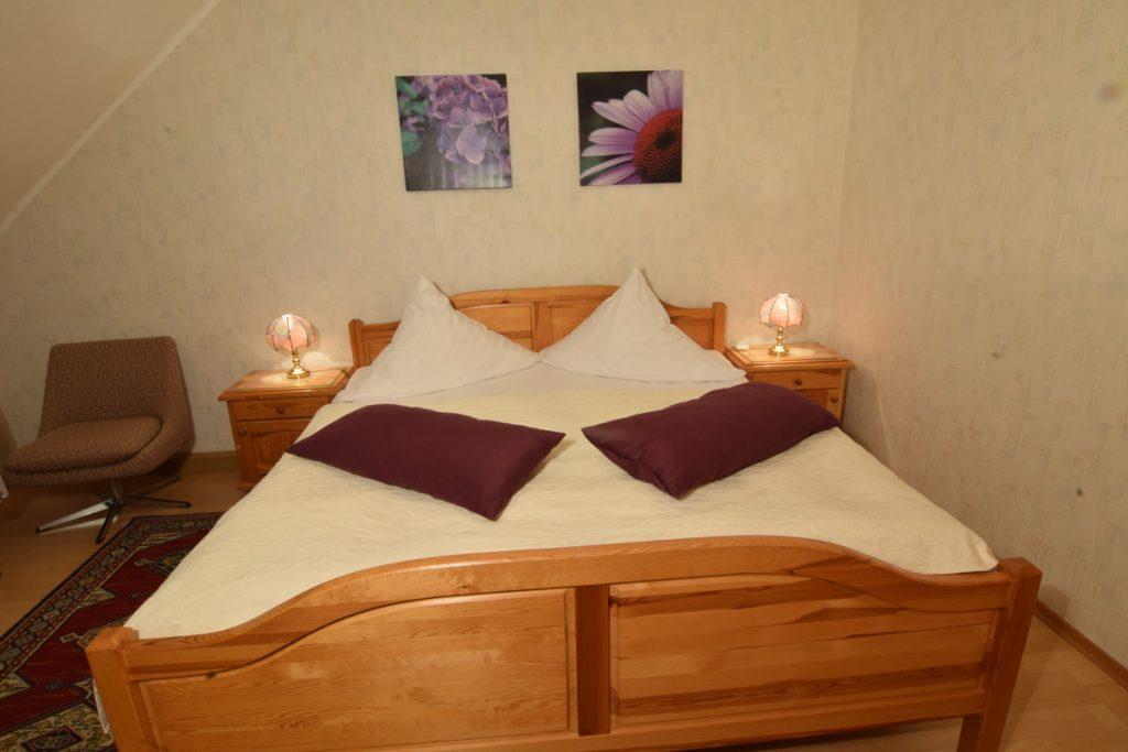2 Komfortzimmer Bestehen Aus Wohn - Und Schlafraum
